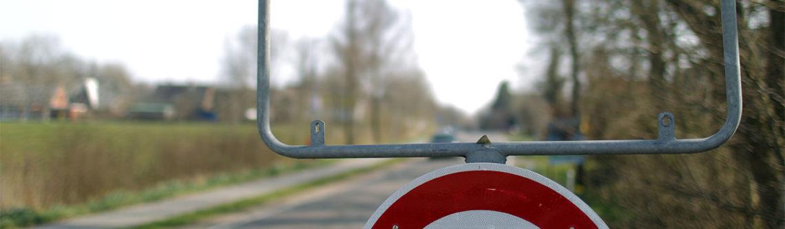 Rahmen mit fehlendem Verkehrsschild